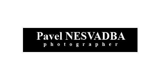 Logo fotografa Pavla Nesvadby